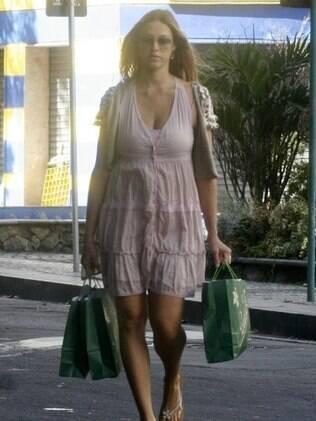 Luana Piovani aparece pela primeira vez após dar à luz Dom