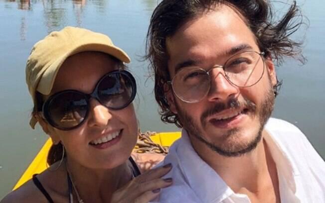 O casal Fátima e Túlio curtiu um passeio à dois em jangadas sobre o Maracaípe