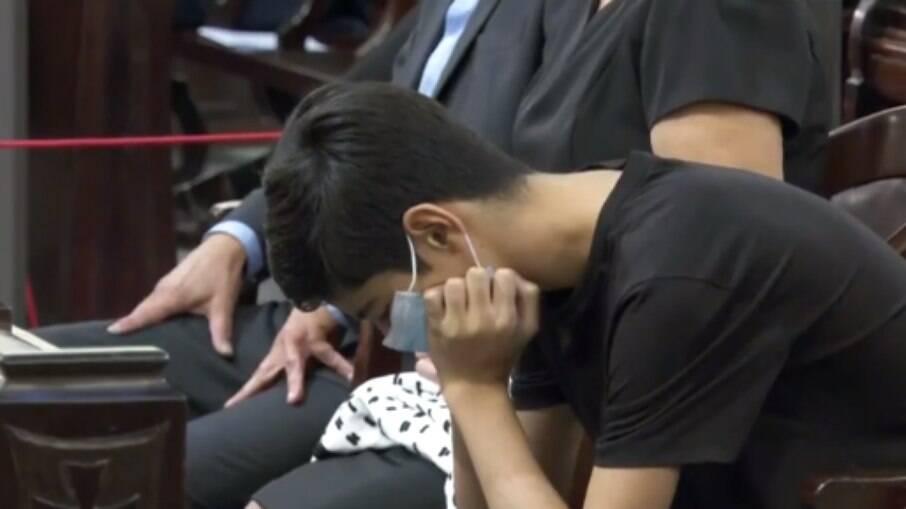 Tomás, filho de Bruno Covas, durante a missa
