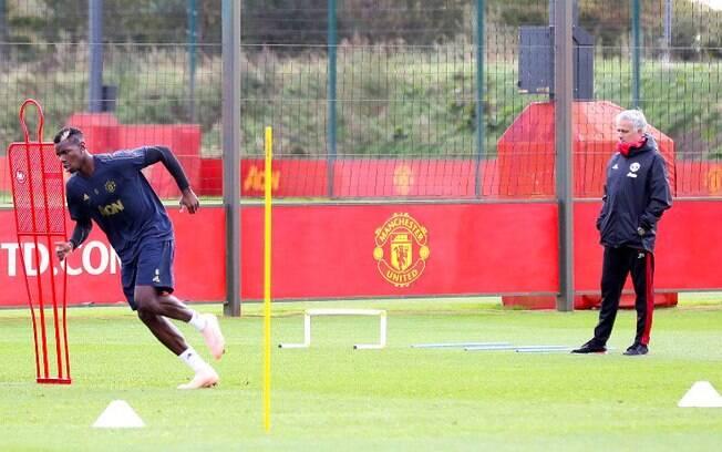 Críticas a Pogba podem ajudar na saída do jogador do Manchester United