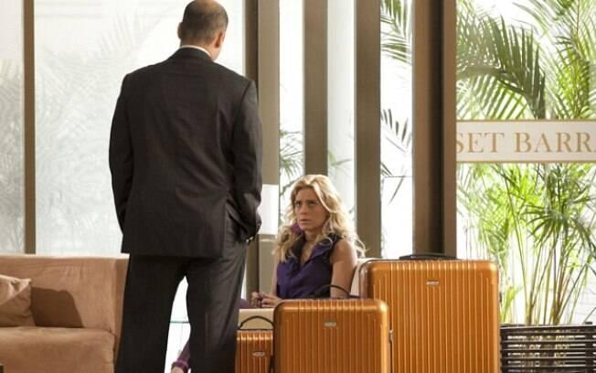 Sem teto nem dinheiro, Teodora não pensa duas vezes e vai atrás da família Pereira