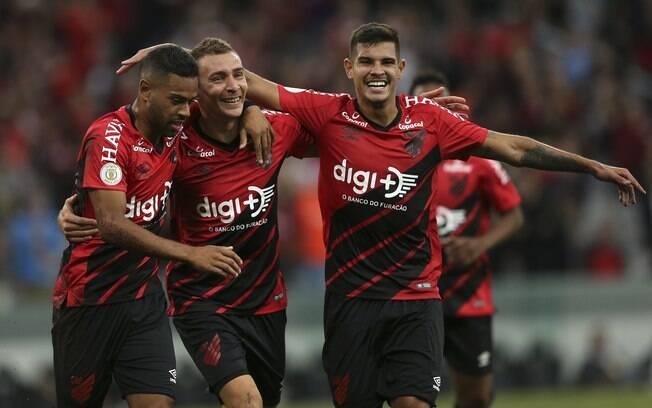 Athletico-PR atropelou o Vasco em Curitiba