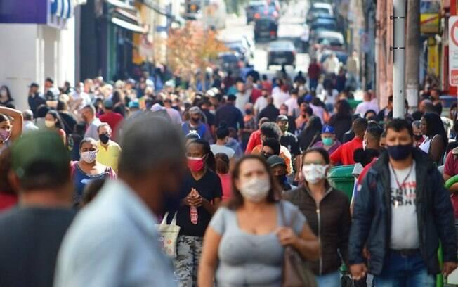 Falta de isolamento social em São Paulo faz com que fiscais atuem contra estabelecimentos