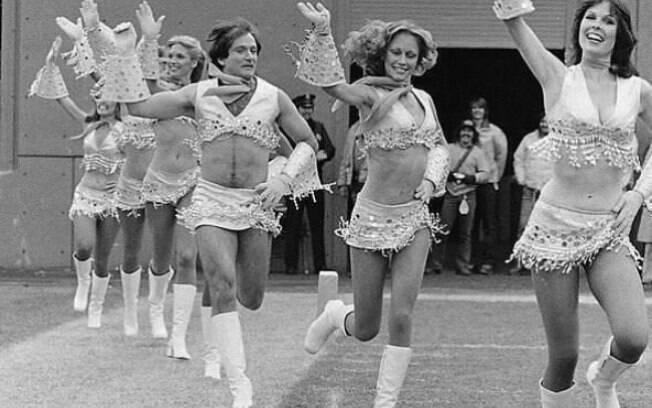 Robin Williams vestido como líder de torcida, 1980.