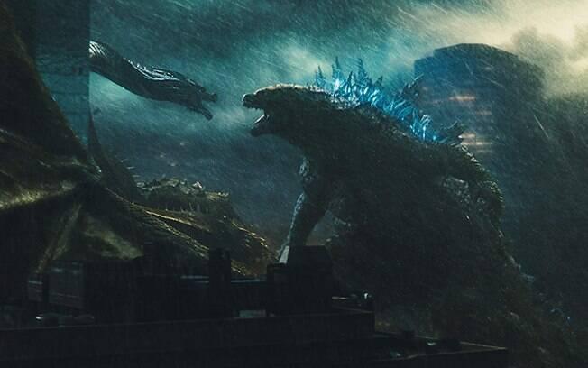 Monstro zero e Godzilla se enfrentam em cena de Godzilla II: Rei dos Monstros
