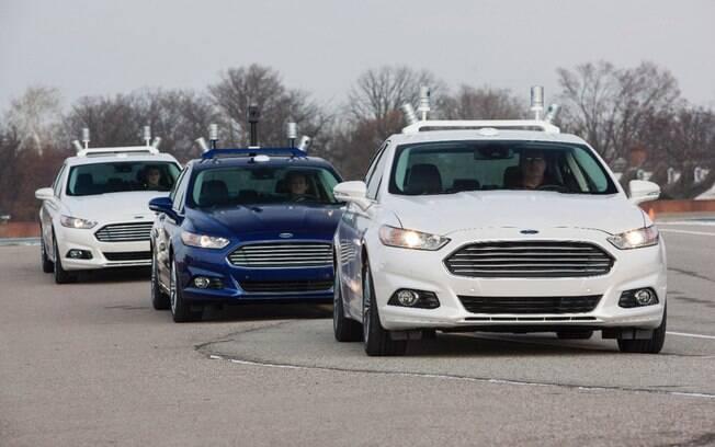 Ford demonstra o efeito comboio no Fusion autônomo. Há até 14% de ganho energético com a prática