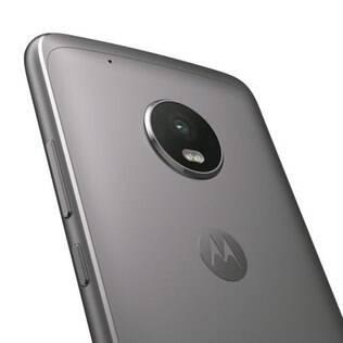 Motorola deixou o plástico usado em versões anteriores e apostou no revestimento em alumínio