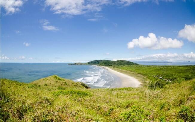 Ilha do Mel reserva cenários paradisíacos
