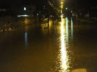 A chuva também trouxe transtornos a Porto Alegre, onde ainda chove na manhã desta sexta (4)