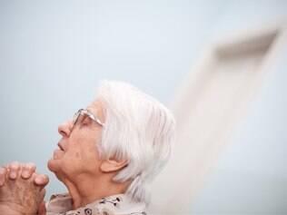 Detetive de milagres: Irmã Célia conta com a opinião até de médicos ateus para defender uma cura milagrosa