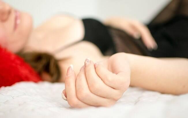 Sabia que para a mulher, masturbação não é sempre sinônimo de orgasmo? Veja outros segredos