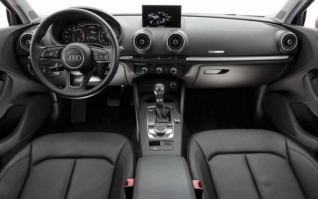 Audi A3 Sedan agora tem novo volante, outro item inspirado no A4.  Além disso, houve mudanças no sistema multimídia