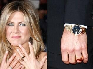 Jennifer Aniston mostra a aliança de compromisso do casal