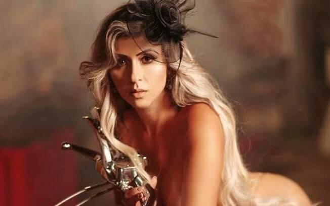 Cida Alves, sósia da humorista Tatá Werneck, posou para a revista Playboy e esbanjou toda a sua sensualidade