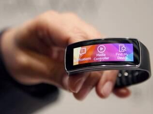 Samsung Gear Fit é pulseira que exibe notificações no smartphone