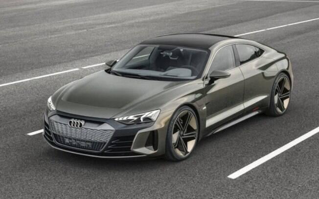 Totalmente elétrico, o Audi e-Tron GT tem potência de 590 cv, velocidade máxima de 240 km/h e autonomia de 450