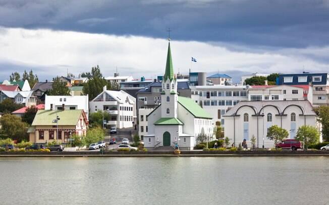 Em Reykjavík, na Islândia, foram concedidos direitos iguais entre casais homoafetivos e heterossexuais em 2006