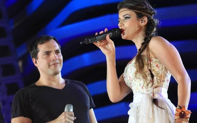 Daniel Boaventura e Paula Fernandes no palco do Festival de Verão