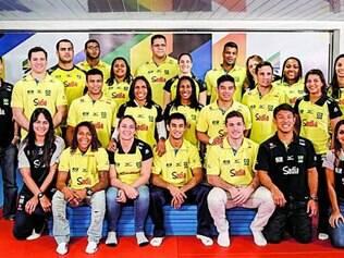 Completa. Equipe do Brasil embarcou para Paris, onde fez aclimatação para o torneio na Rússia