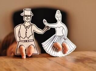 Aprenda com a designer Estéfi Machado a fazer brinquedos de papel