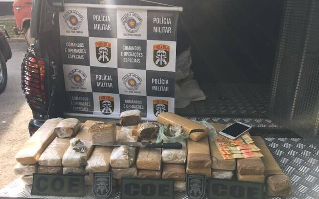 Drogas apreendidas pelos PMs do COE na comunidade do São Remo