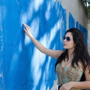 Muro do prédio de Andressa Urach é pintado e Rebeka Francys acompanha