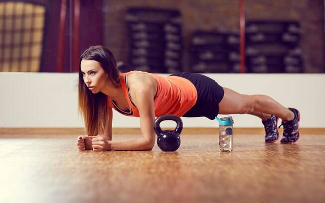 Exercício de prancha é ótimo para quem quer conquistar a barriga sarada
