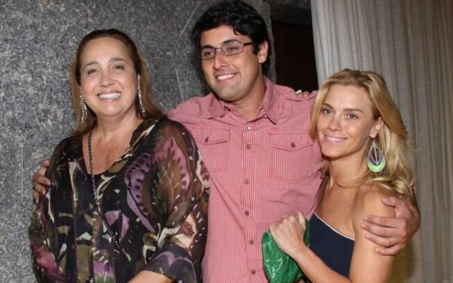 Carolina Dieckmann com os amigos Claudia Jimenez e Bruno de Luca