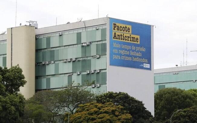 Propagandas do pacote anticrime estão sendo colocadas na Esplanada dos Ministérios