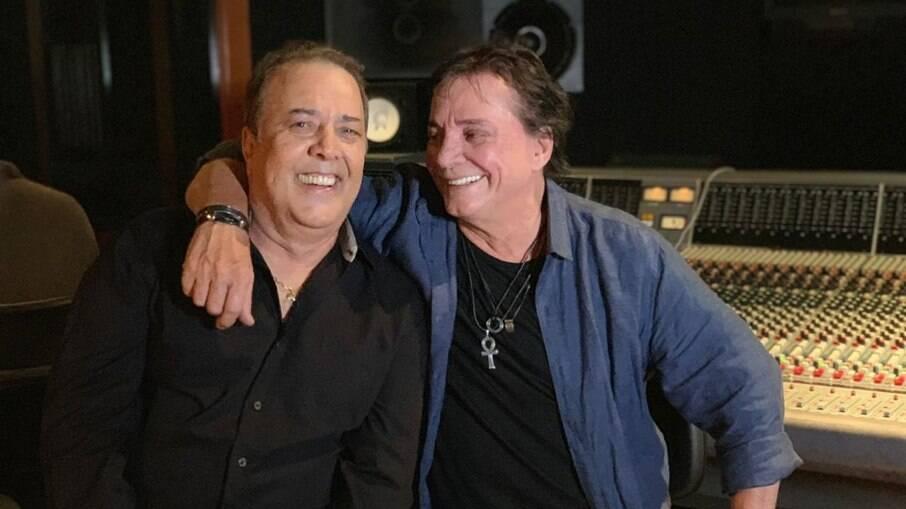 José Augusto e Fábio Jr. posam no Mosh Studios, em São Paulo