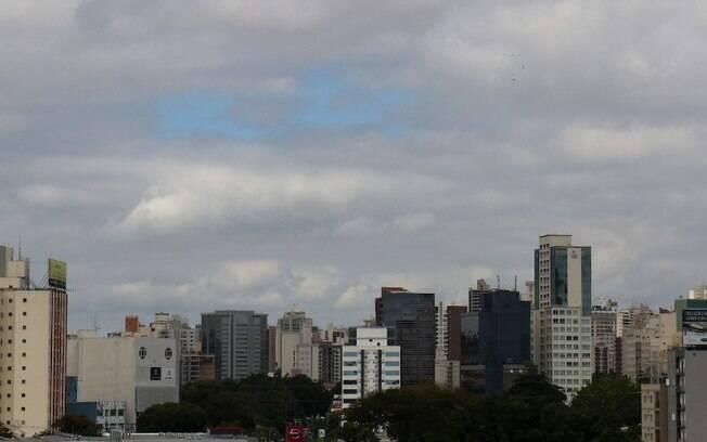 Segunda-feira será de céu parcialmente nublado e máxima de 29ºC