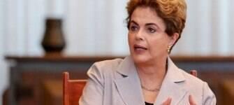 Dilma rechaça acusações e diz que caixa dois é problema de João Santana e do PT