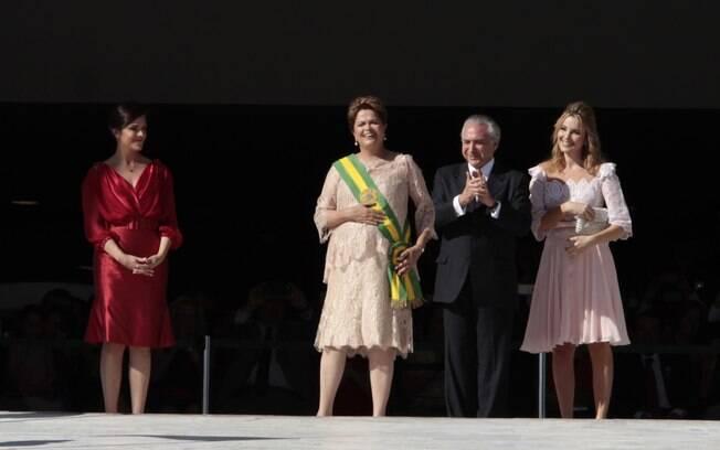 Dilma toma posse ao lado de Michel Temer: sorrisos e afagos cessaram nos últimos 2 meses