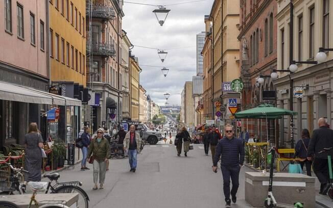 Suécia implementa pela primeira vez o uso de máscara em transportes públicos