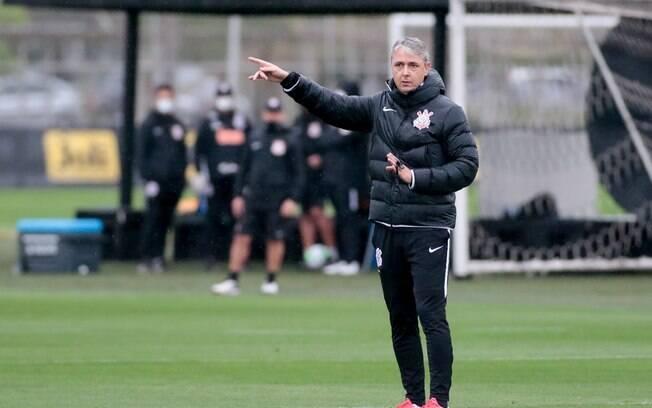 Corinthians treina
