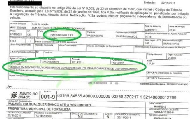 Uma das multas absurdas da lista envolve motoristas de automóveis que circulavam sem capacete