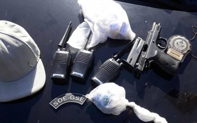 Material encontrado escondido em uma mata em Japeri, na Baixada Fluminense