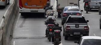 Motociclistas morrem quatro vezes mais no trânsito do que os motoristas de carros