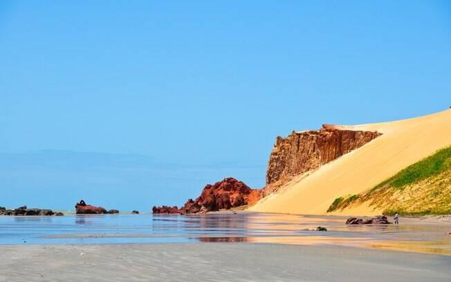 Canoa Quebrada, no Ceará, foi descoberto por hippies na década de 1970