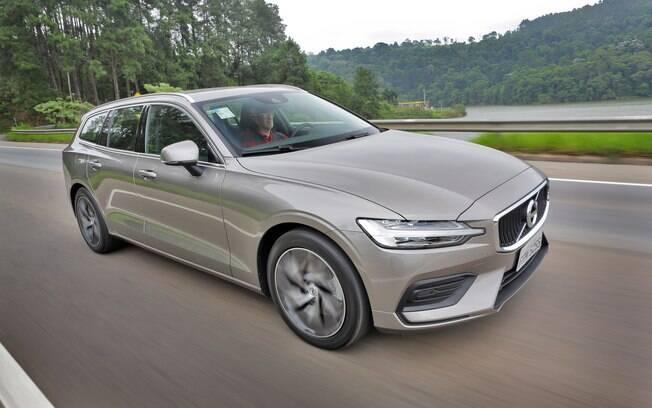 Volvo V60: a perua Volvo obteve 4.3 estrelas e tem uma das melhores avaliações do Guia do Carro. Seu status é ótimo. O V60 conseguiu cinco estrelas em metade dos itens (segurança, conforto e itens de série). Sua pior nota foi em consumo (três estrelas).