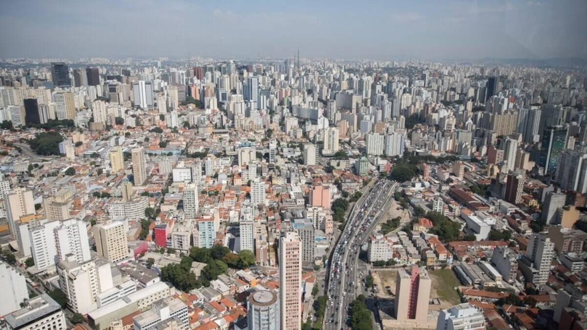 Altas temperaturas e pancadas de chuva marcam a terça-feira em São Paulo