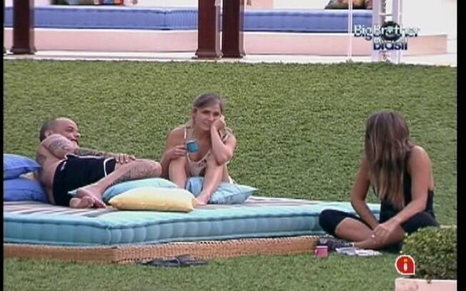 Monique conversa com João e Renata sobre noite com Daniel