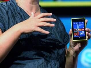 Lumia 920 esgotado em algumas lojas da Europa e EUA: popularidade ou estoques pequenos?