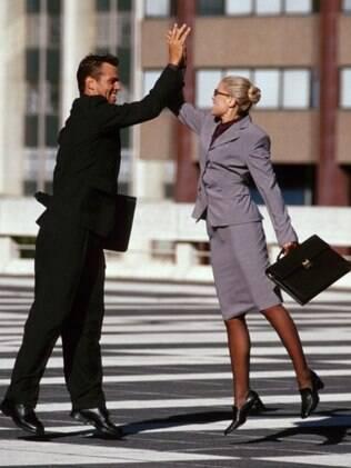 A intimidade entre chefe e amigo deve ser evitada no ambiente de trabalho