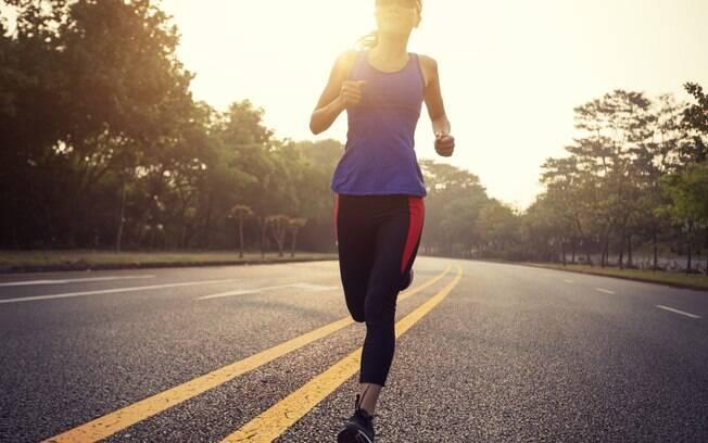 Correr, se exercitar, dançar, ler, viajar... tudo isso pode ajudar a manter sua mente trabalhando e focada em coisas boas
