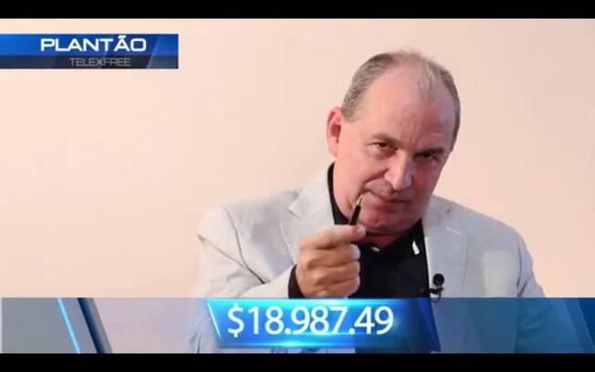 Carlos Costa, diretor da Telexfree, promete ganhos de até US$ 19 mil  por mês a divulgadores