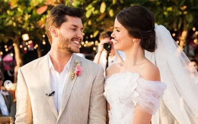 Veja o look das famosas para o casamento de Camila Queiroz e Klebber Toledo que aconteceu em Jericoacoara, no Ceará durante o dia
