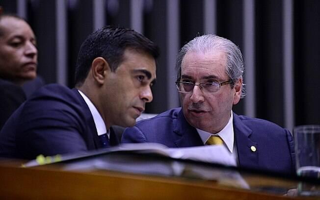 O segundo secretário da Mesa Diretora da Câmara, Felipe Bornier, ao lado de Cunha, neste sábado