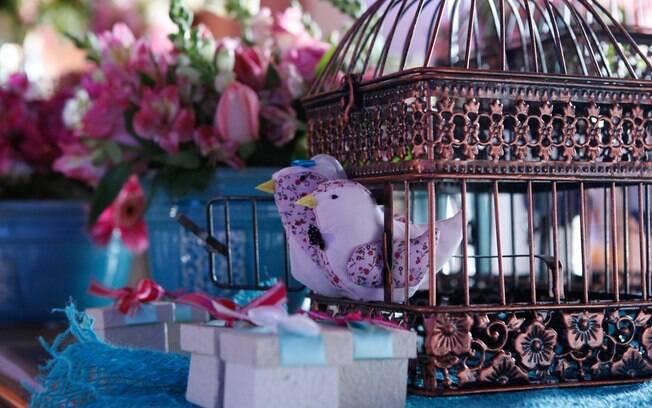 Em outubro, com a primavera no auge, flores e cores tomam contam da decoração