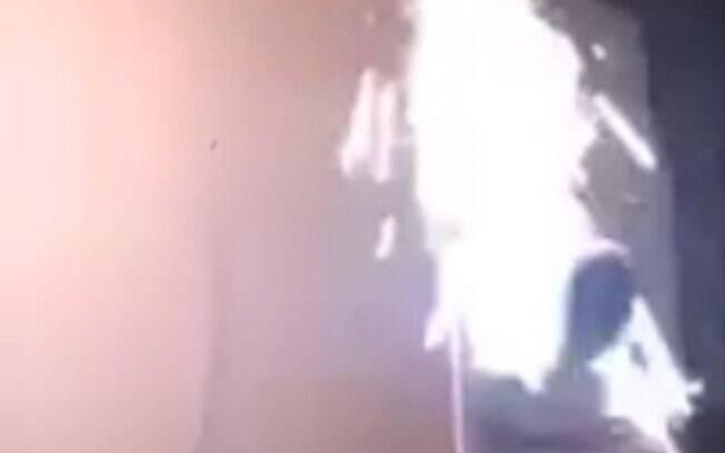 Victor Marques Rodriguez, de 21 anos alega ter sofrido leves queimaduras após o incidente na festa de Réveillon